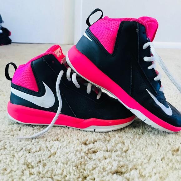 new product b4c07 133d4 Girls Nike Basketball Shoes. M 5aa2b0fc9cc7ef3bc0f37f01